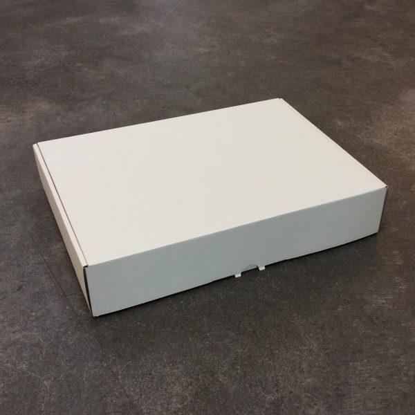 luxe verzenddoos off white 370x275x70 gesloten